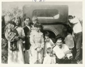 Gray, Fannie Stowe and family 1920.jpg