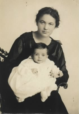 Florence Woodworth Gilman, with son Warren, 1920