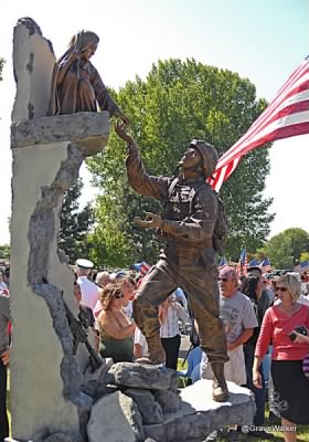 Tom Tucker memorial dedication Madras OR.jpg