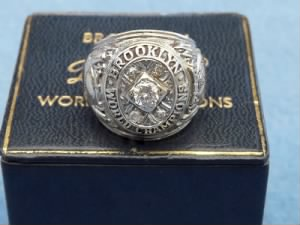 1955 Brooklyn Dodgers World Series Ring 009.jpg
