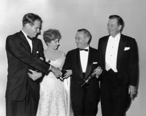 Charlton Heston, Susan Hayward, William Wyler, John Wayne. Academy Awards.jpg